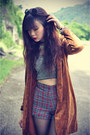 Plaid-shorts-crop-top-top-vintage-cardigan