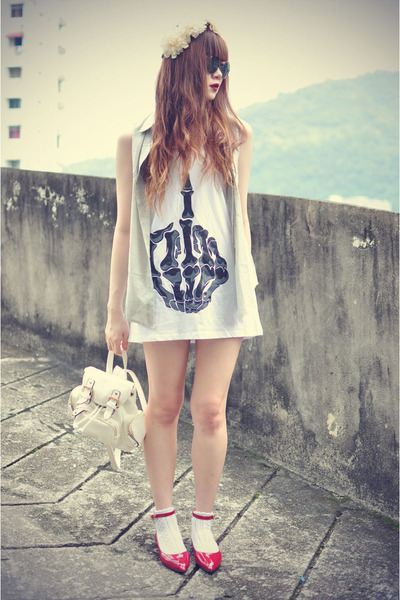 skeleton finger Sheinside top - sleeveless Choies shirt - Chicwish bag