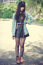 simpson print Sheinside shirt - leather boots - round sunglasses - leather skirt
