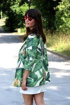 green floral Anouk coat - red mirrored Spektre sunglasses