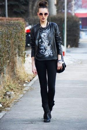 Zara boots - Levis jeans - Zara jacket - Topshop t-shirt - H&M glasses
