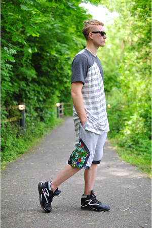 The Left bank by Hardy Punglia t-shirt - The Left bank by Hardy Punglia shorts