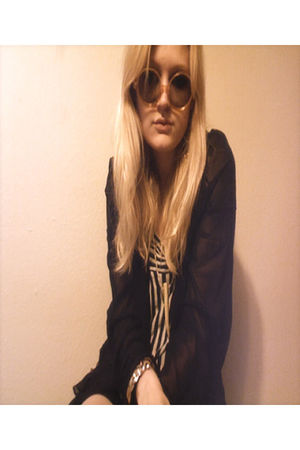 black Romeo and Juliet Couture cardigan - black Forever 21 shirt - vintage acces
