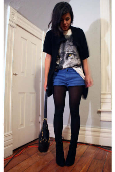 sweater - t-shirt - shorts - tights - boots - purse