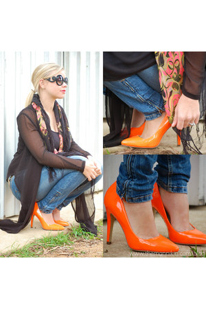 neon orange pumps - ankle zip jeans - paisley neon scarf