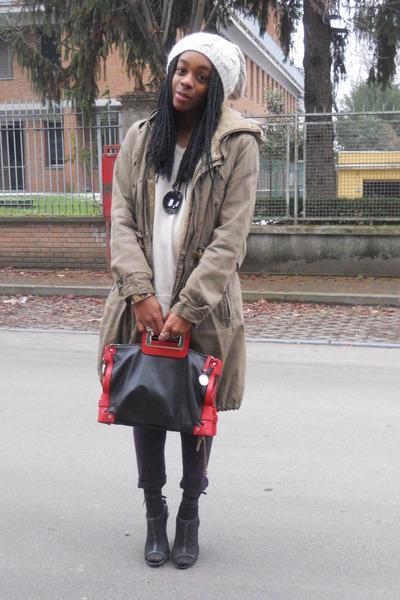black Stefanel bag - dark khaki REPLAY coat - off white Alcott hat