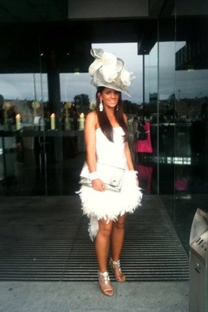 Michael Gerrard Millinery hat - Una Rodden dress - Louis Vuitton bag