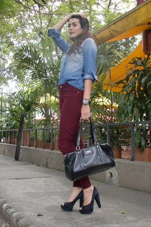 burgundy Zara pants - Tennis blouse - black Versilia pumps