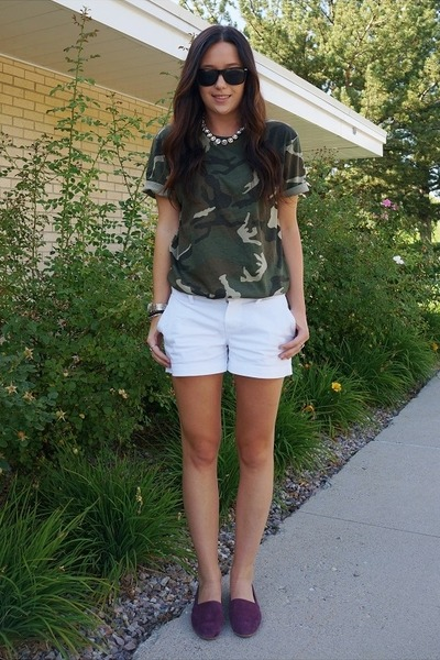 army green Old Navy shirt