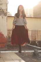 black doc martens boots - heather gray free people jumper - crimson American App
