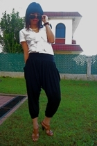 Zara blouse - Chomel necklace - Naf Naf pants - Nine West shoes - Mango glasses