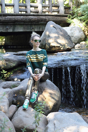 green Oxen sunglasses - gold Washborn jeans - green Reebok sneakers