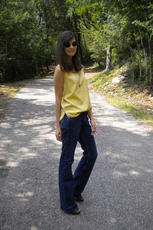 light yellow vintage top - navy Lee jeans - gray Zara heels