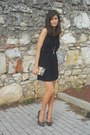 Navy-lace-dress-dark-khaki-vintage-bag-light-brown-heels
