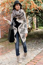 black Urban Outfitters sweater - navy H&M jeans - black Zara bag