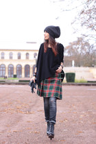 vintage skirt - Gstar jeans - H&M hat - Ekyog sweater - Jeffrey Campbell heels