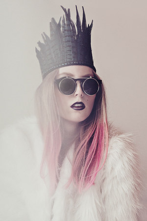 bubble gum color bug Kevin Murphy accessories - white faux fur romwe coat