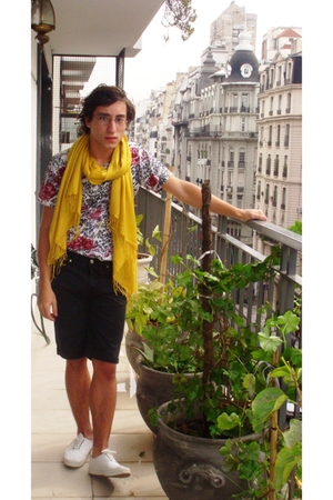 AYNot Dead t-shirt - banana republic shorts - vintage shoes - Zara scarf