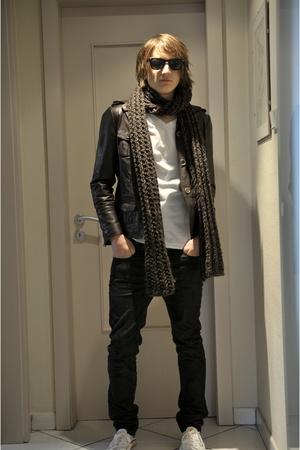 H&M t-shirt - Ray Ban sunglasses - comptoir des cotonnier jeans - feyjue shoes -