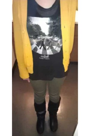 black flat slouchy Agaci boots - army green skinny Mossimo pants