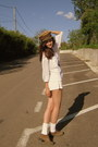 Camel-prinz-heinrich-hat-white-h-m-shorts