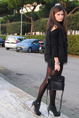black Zanotti boots - black escada bag - black Zara skirt - black Zara top