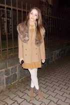 camel H&M coat - white tights - light brown faux fur Gate accessories