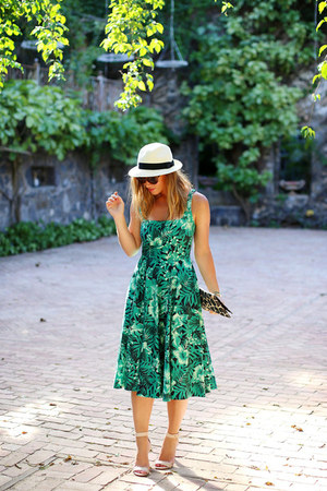 green floral print Zara dress - white panama hat Aritzia hat