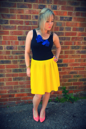 yellow COS skirt - hot pink Aldo heels - black Witchery top