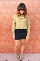 mustard Jeffrey Campbell heels - gold pull&bear necklace