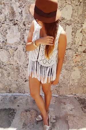ivory vintage vest - brown H&M hat - teal Bershka shorts