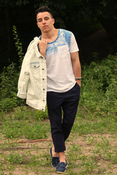 ivory River Island jacket - sky blue Selected Homme top - navy H&M pants