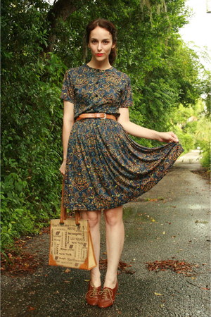 brown lace up oxfords Steve Madden flats - navy Twitch Vintage dress
