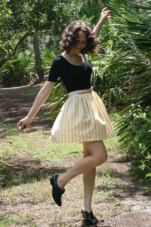 black Target t-shirt - yellow httpstoresebaycomTwitchVintage skirt - white thrif