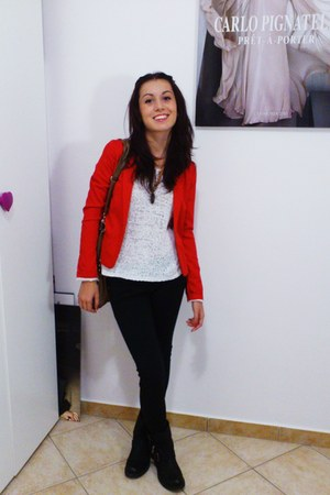 red Bershka blazer - black boots - white sweater - brown bag