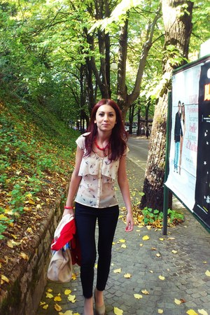 red Bershka blazer - tan H&M bag - camel random pumps - black Stradivarius pants