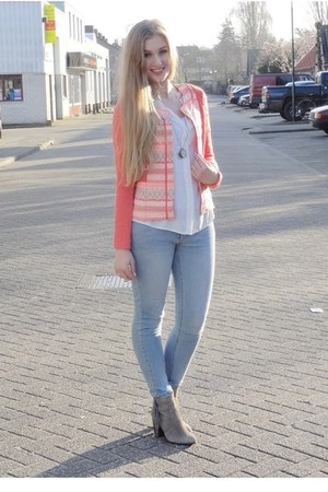 salmon aztec Miss Etam jacket - heather gray fringed H&M boots