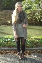 tan H&M vest - dark brown faux fur bullboxer boots - dark khaki H&M dress