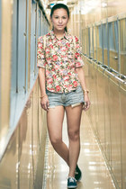 flower printed vintage shirt - cut off 7 for all mankind shorts - Vans sneakers