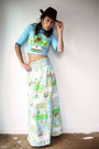 Blue-vintage-t-shirt-white-vintage-from-viral-threads-skirt