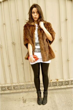 vintage wallet - Urban Outfitters boots - brown vintage coat