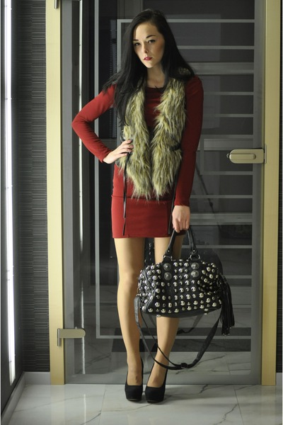 vest - red dress - black bag - black Aldo heels
