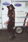 Vintage-boots-catarzi-hat-vintage-t-shirt-fringed-kimono-river-island-cape