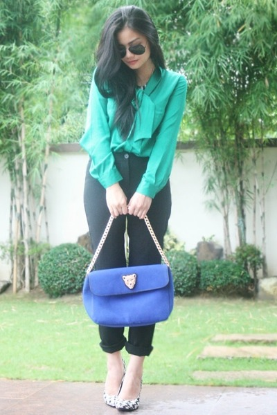 turquoise blue top - shoes - navy bag - black pants - glasses - necklace