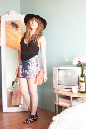 blue tropical print Pull & Bear skirt - coral quilted Mango bag