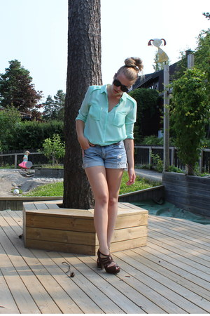 aquamarine H&M shirt - sky blue H&M shorts - black sunglasses