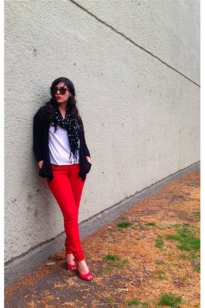 red jeans - black blazer - white shirt - black polka dots scarf