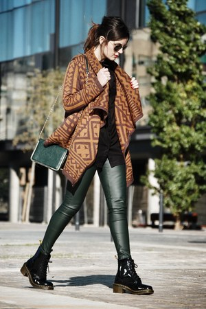 vivilli cardigan - patent leather Dr Martens boots - Zara leggings