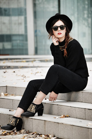 Zara shoes - Levis jeans - Zara hat - vintage jumper