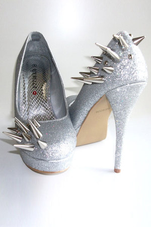 silver Vile Broccoli Fur pumps